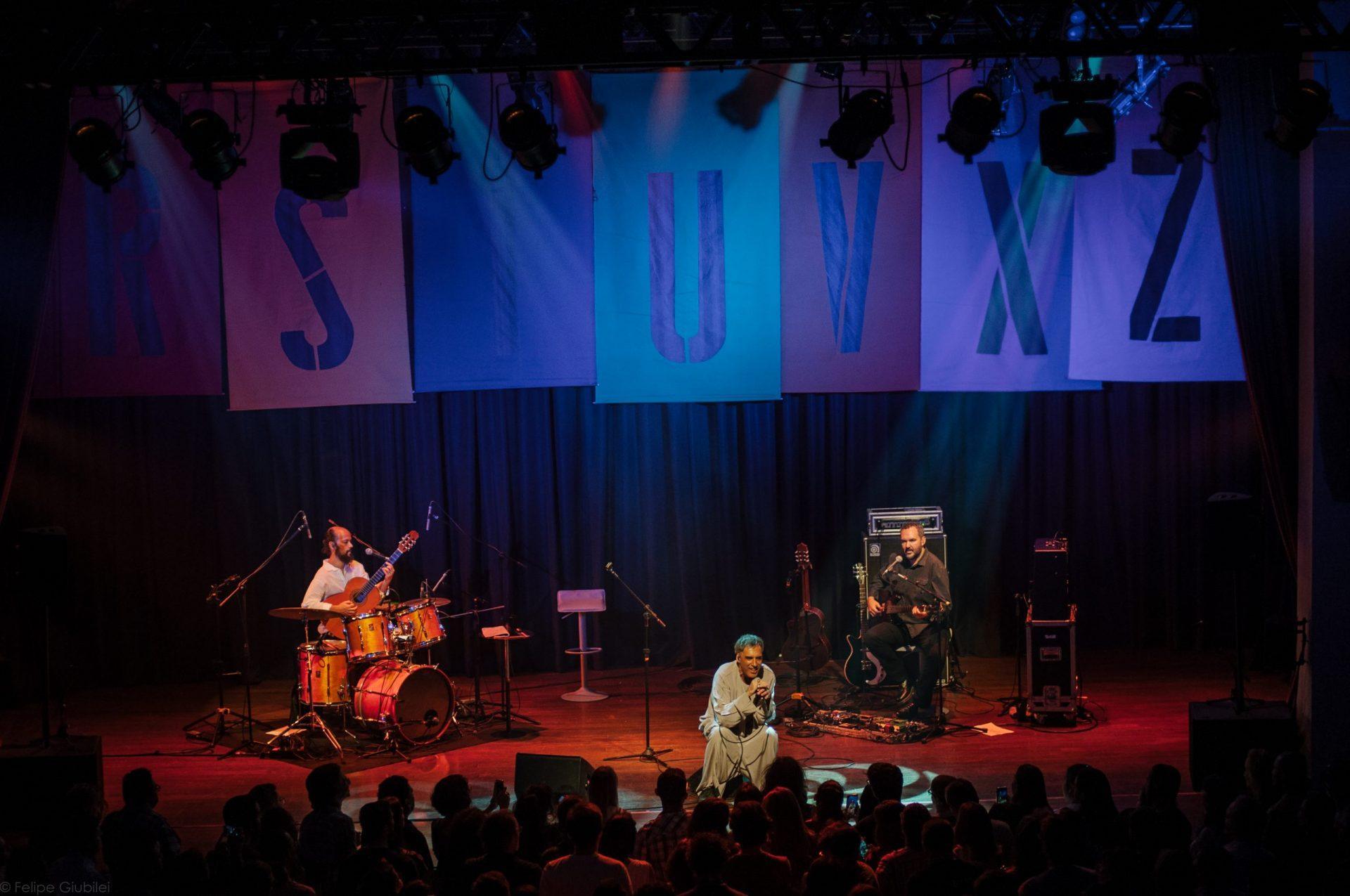 Imagem 8 do Evento Arnaldo Antunes no show Rstuvxz trio